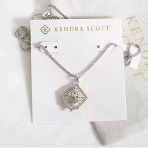 Kendra Scott kacey necklace